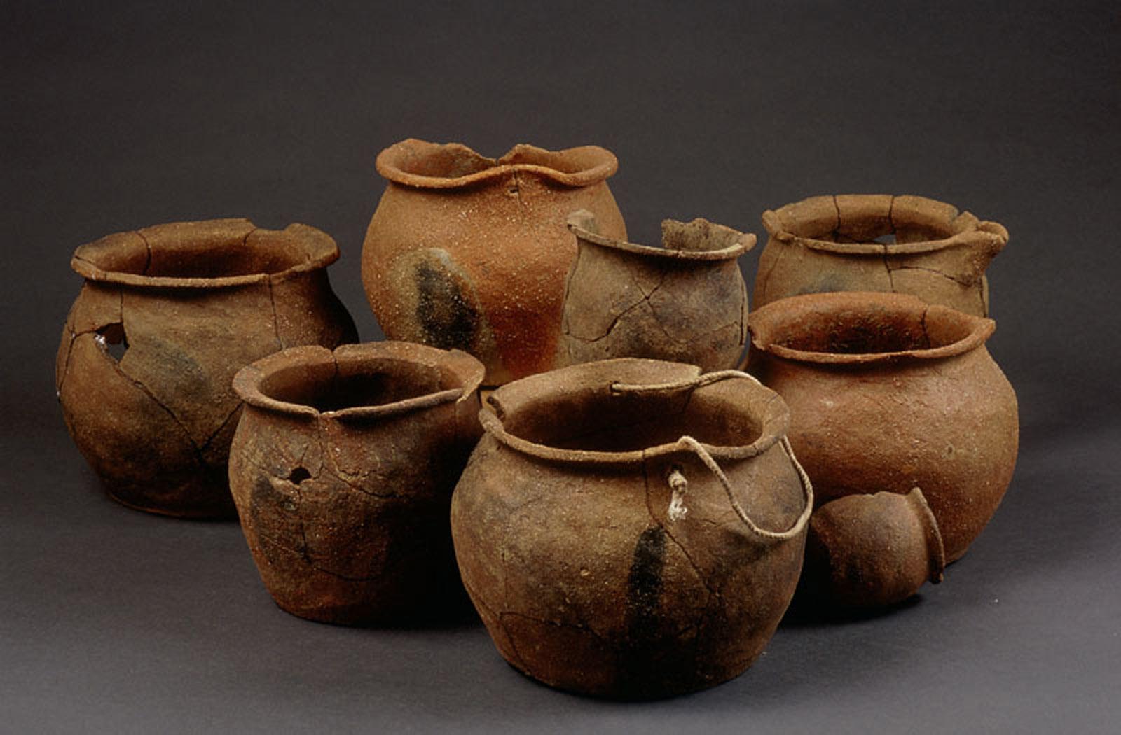 Top Pots à cuire et de stockage découverts à Trémentines - Inrap QH83