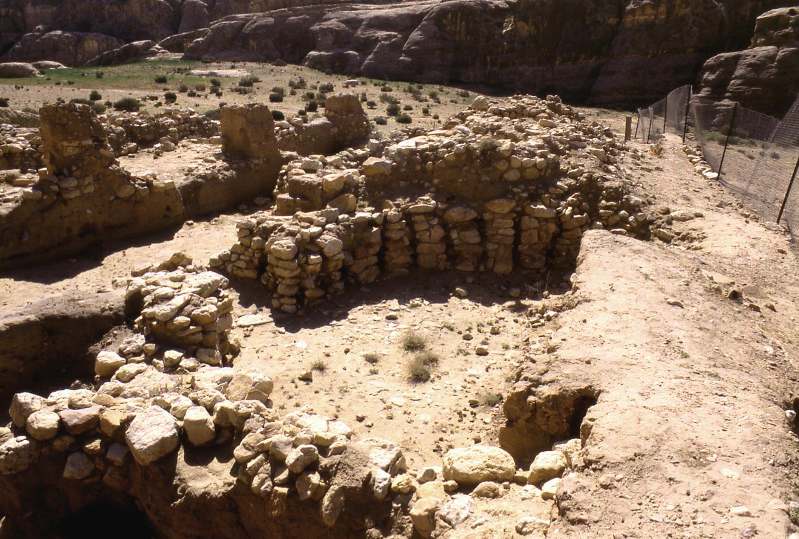 Maison circulaire en pierre s che du site d 39 habitat - Maison en pierre seche ...